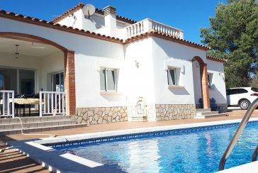 Luxury House At 450 Meters From The Beach Of Riells.